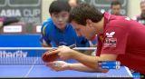 Timo Boll beim Aufschlag gegen Wang Hao