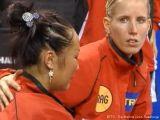 Zhenqi Barthel und Kristin Silbereisen sind traurig über die Niederlage gegen Polen bei der Tischtennis EM 2009 in Stuttgart