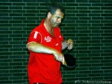 Jürgen Schlicker erwartet den Ball.