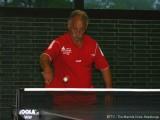 Peter Bauer spielt Rückhand auf der Vorhandseite.