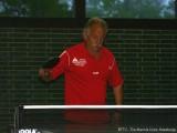 Peter Bauer konzentriert sich auf den nächsten Ball.
