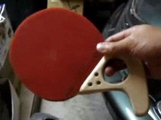 Tischtennis-Schläger mit Pistolengriff