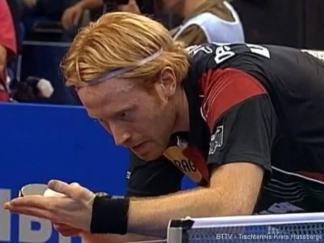 Christian Süß beim Aufschlag bei der Tischtennis EM 2009 in Stuttgart