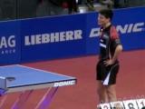 Dimitrij Ovtcharov an der Tischtennisplatte bei der Tischtennis EM 2009 in Stuttgart