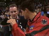 Dimitrij Ovtcharov diskutiert mit Schiedsrichter nach der Schlägerkontrolle bei der Tischtennis EM 2009 in Stuttgart