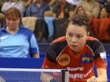 Wu Jiaduo beim Aufschlag bei der Tischtennis EM 2009 in Stuttgart