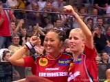 Zhenqi Barthel und Kristin Silbereisen nach Einzug ins Halbfinale bei der Tischtennis EM 2009 in Stuttgart