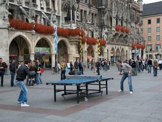 Tischtennis auf Münchner Marienplatz