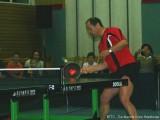 Milan Orlowsky spielt mit Bratpfanne Tischtennis