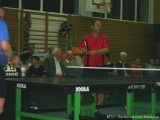 Milan Orlowsky packt ein Brett aus