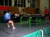 Jindrich Pansky sitzt auf einem Stuhl und wartet auf den Tischtennisball