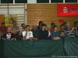 Begeisterte Zuschauer bei der Tischtennisshow in Hassfurt
