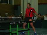 Milan Orlowsky spielt erneut mit Tischtennisschläger in der Hose Tischtennis