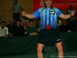 Jindrich Pansky spielt mit Minischläger in der Hose